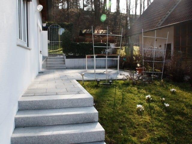 Gartentreppe bei Landshut Granit Blockstufen