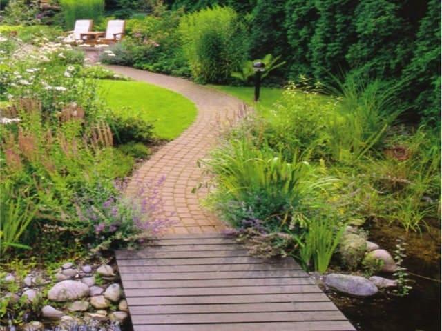 Gartenweg pflastern Holz