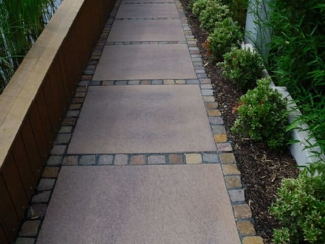 Gartenweg pflastern große Platten