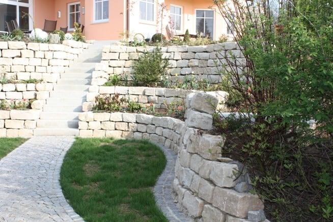 Natursteinmauer Gartengestaltung