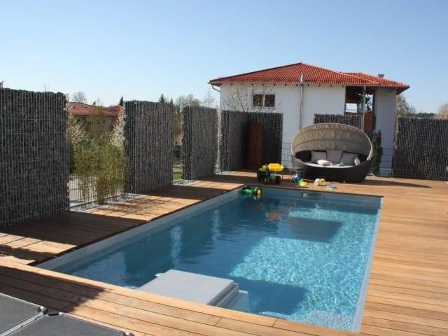 Pool Garten bei Landshut mit Holz