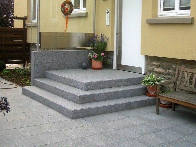 Garten und Landschaftsbau Hauseingang