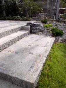 Gartentreppe Graniteinfassung