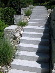 Gartentreppe Granit Blockstufen-grau